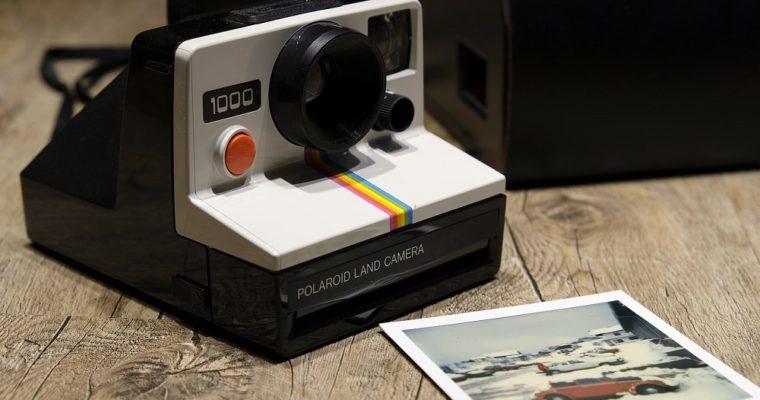 Polaroid Pic 300 vs FujiFilm Instax Mini 9